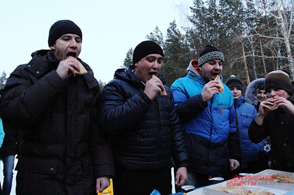В Академгородке даже прошли соревнование по поеданию блинов.