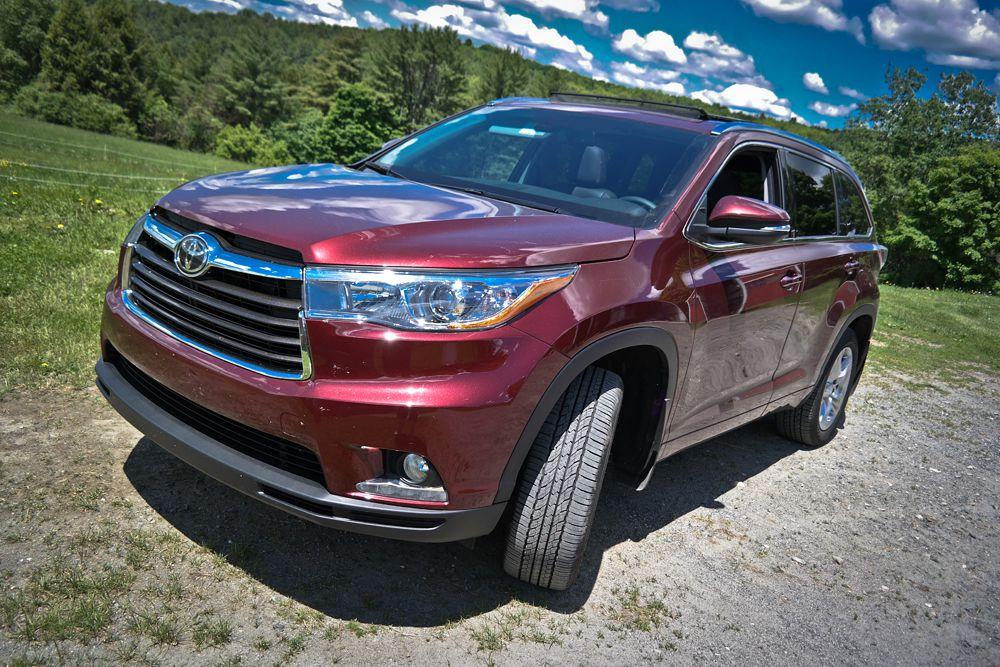 Огромный Toyota Highlander также вошел в число девяти самых безопасных авто.