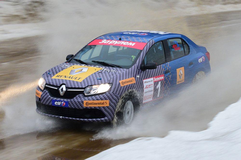 Пьер Гасли, пилот молодежной команды Red Bull: «Это мой четвертый приезд в Россию, но зимой здесь я оказался впервые, и у меня самые неожиданные впечатления: вместо морозов – достаточно теплая погода, и лужи на трассе. Но так как они покрыты льдом, это делает трек непростым. Снег как покрытие – для меня нечто новое, но я попробовал проехать по трассе на Renault Logan и чувствовал себя очень уверенно. Мне кажется, это оптимальный автомобиль для России, и он хорошо подходит для этой гонки».