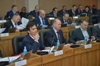Депутаты Законодательного Собрания принимают новый закон.