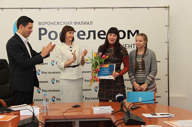 «Ростелеком» решил отпраздновать это событие и поздравил юбилейного абонента – Елену Светачеву из Воронежа.