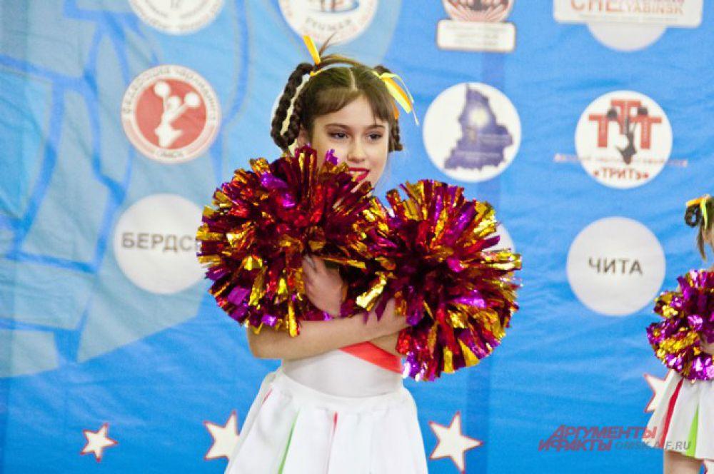 В легкоатлетическом манеже СК «Сибирский нефтяник» состоялись чемпионат и первенство Уральского и Сибирского округов по черлидингу