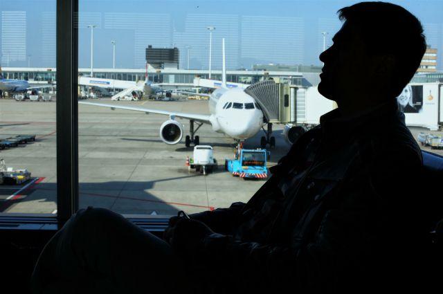 Сейчас пассажиры ожидают замены самолёта.