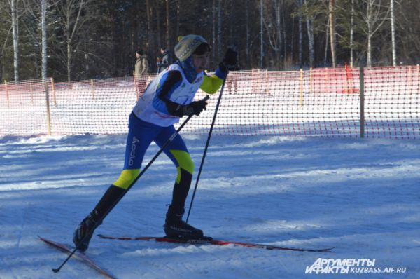 А вот победительницу первой эстафеты – Эльвину Багишеву на финише уже встречала почти вся команда.