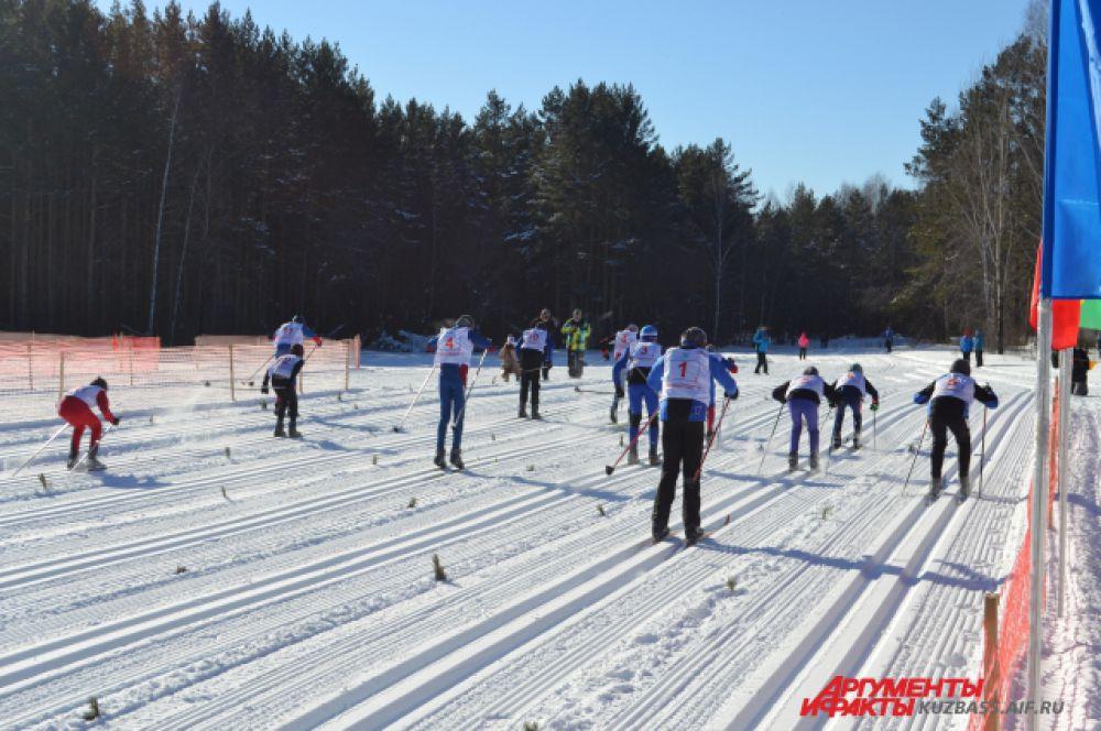 На первом же этапе первой смешанной эстафеты новосибирцы оказались в лидерах, хотя они были и дебютантами на стартах, посвящённых памяти Владимира Лепнюка.