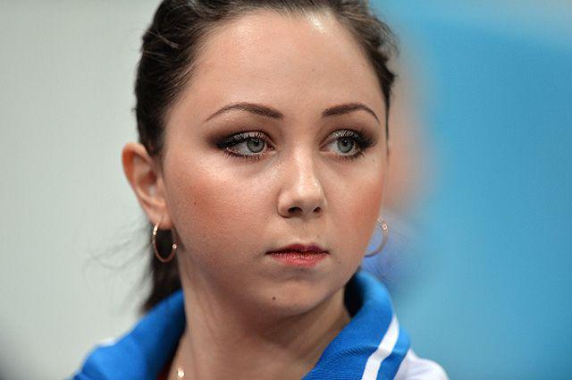 Елизавета Туктамышева после выступления с короткой программой в женском одиночном катании во время соревнований на VI этапе Гран-при по фигурному катанию в Москве.