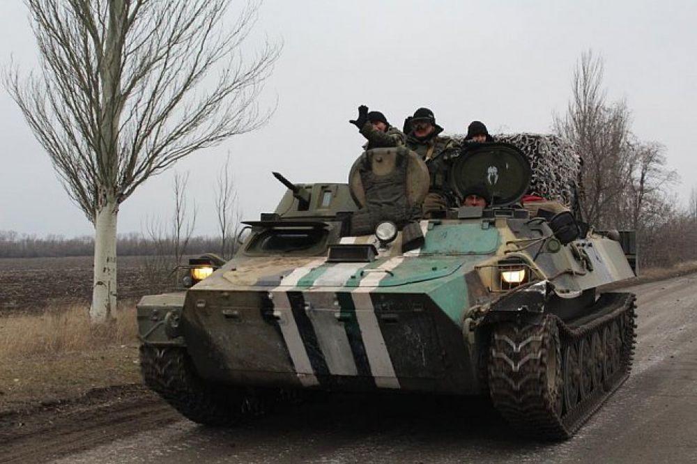 Украинская армия отводит тяжелое вооружение из зоны АТО
