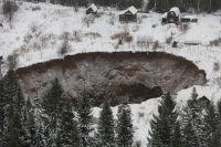 Жители поселка под Калининградом боятся, что подобная дыра образуется и на месте их домов.
