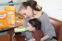Маленьким детям очень важно правильно питаться.