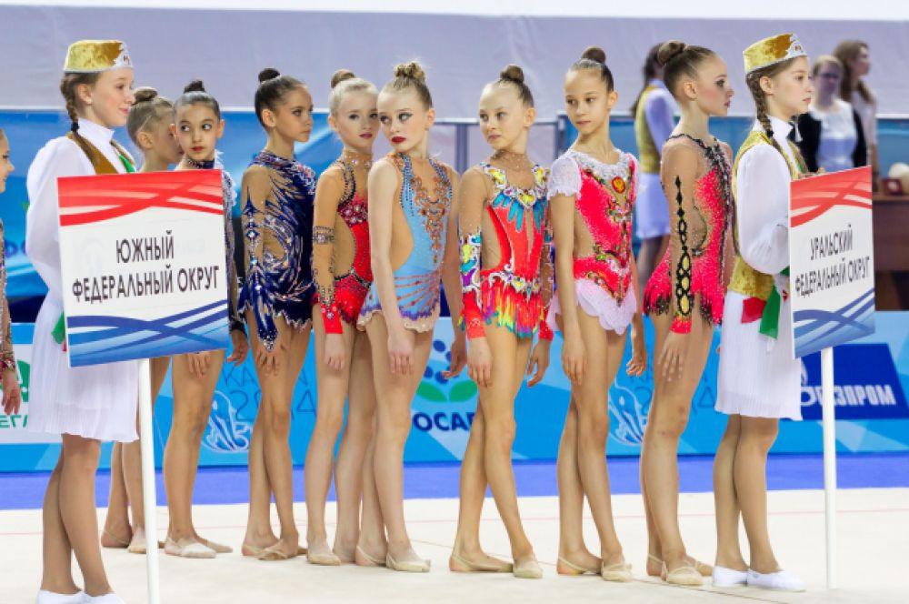 Впервые в Первенстве России принимают участие гимнастки Крымского федерального округа и города Севастополь.