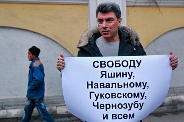 31 декабря 2010 года Борис Ефимович и его соратник по «Солидарности» Илья Яшин были задержаны на Триумфальной площади после выступления на митинге, проведение которого было согласовано со столичными властями. Решением Тверского районного суда за неподчинение требованиям милиции они были приговорены к пятнадцать и пяти суткам ареста соответственно.