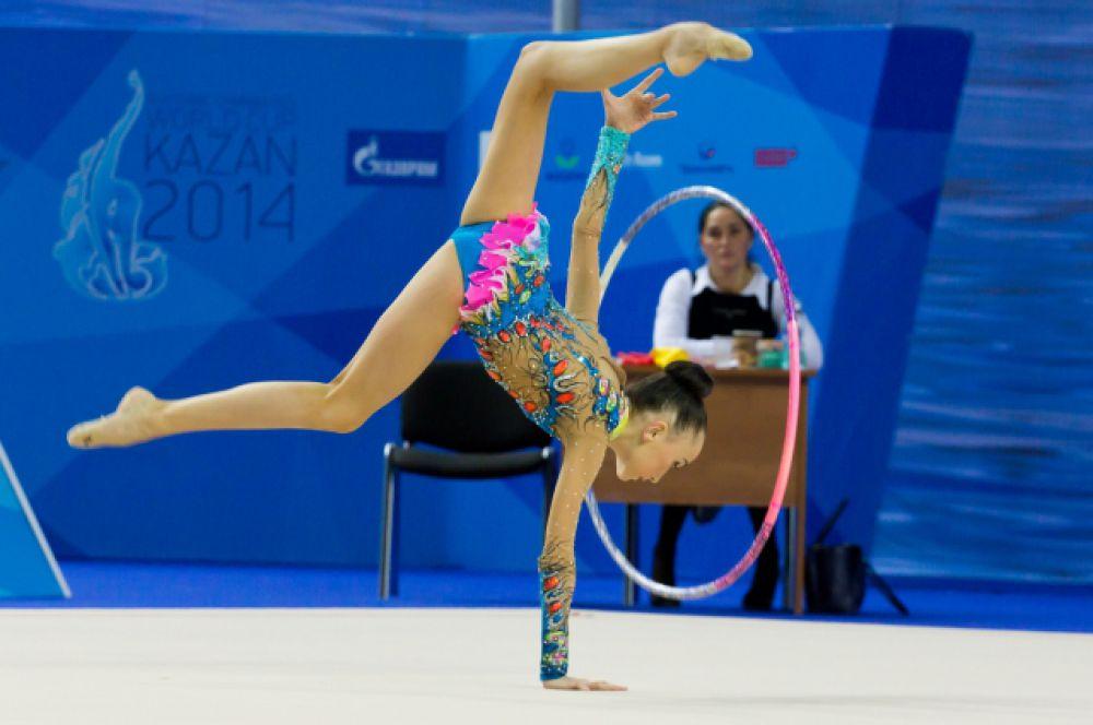 Художественная гимнастика развивает гибкость, ловкость, выносливость, дисциплинирует человека, совершенствует его тело, учит владеть им красиво и грациозно двигаться.