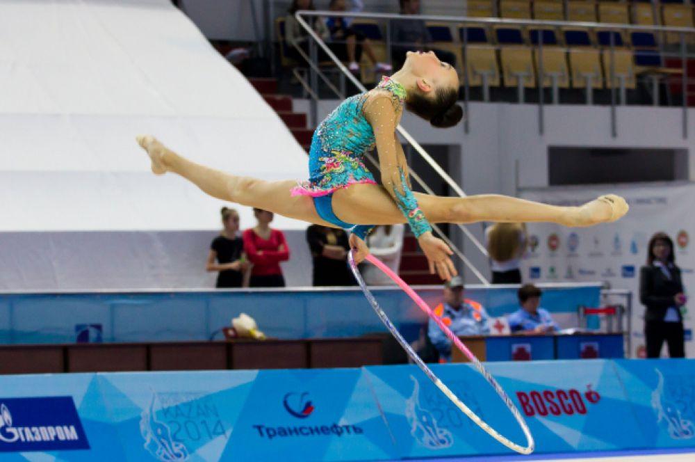 Художественная гимнастика учит соблюдать правила эстетического поведения, формирует понятия о красоте тела, воспитывает вкус, музыкальность.