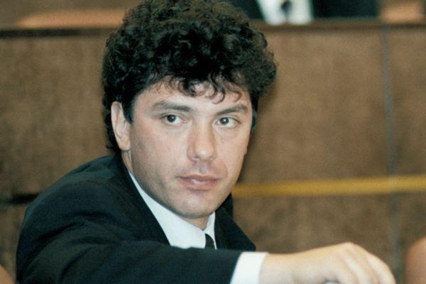 Борис Ефимович Немцов родился 9 октября 1959 в Сочи. По некоторым данным отец работал начальником в СМУ «Главсочипедстрой», а потом на высокой должности в профильном министерстве. По другим данным, отец Бориса был начальником главка в Министерстве нефтяной и газовой промышленности. Его мать — Дина Яковлевна была детским врачом.