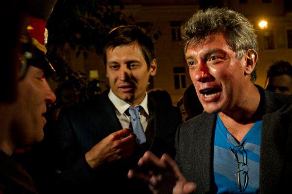 После своей отставки Немцов создал движение «Россия молодая». В августе 1999 года движение вошло в избирательный блок «Союз правых сил».  19 декабря 1999 года Немцов был избран депутатом Государственной думы III созыва.