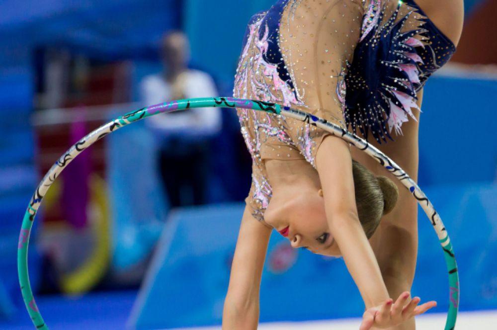 В отличие от Японии, в России художественная гимнастика является исключительно женским видом спорта.