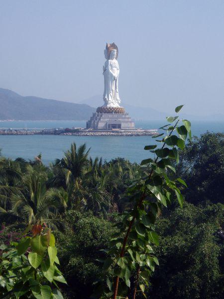 Статуя богини Гуаньинь, храм Наньшань, Санье, Китай.