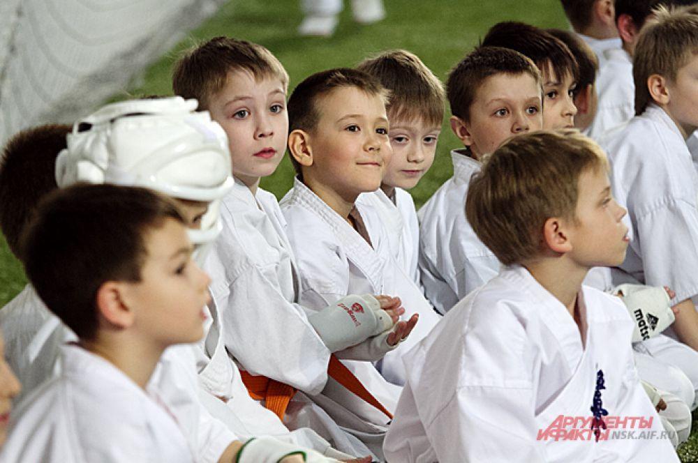 Кроме состязаний, молодых единоборцев ждало показательные выступления именитых спортсменов по различным видам боевых искусств.