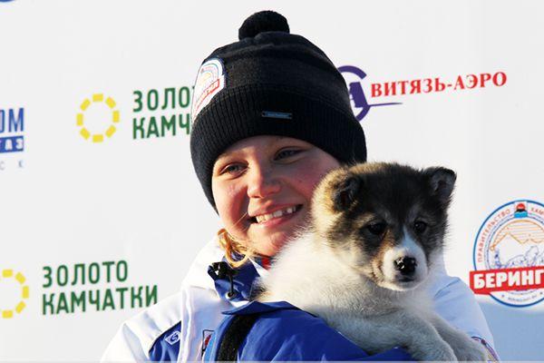 Победительница Мария Семашкина с щенком Умкой - подарком за победу.