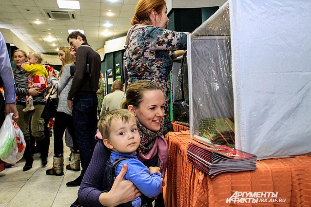 Именно за возможность пообщаться с животными такие выставки и любят родители малышей.