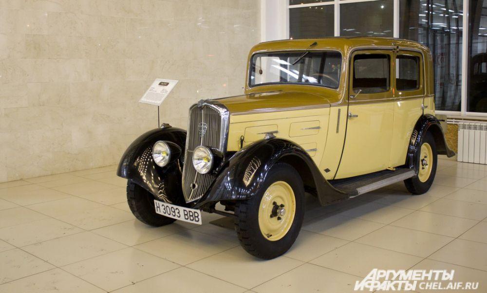 """Peugeout 201BR. Выпускался во Франции, 1929 - 1937 гг. Масса 890 кг. Максимальная скорость 90 км/ч. Мощность 23 л.с. Первая массовая модель компании """"Рено""""."""