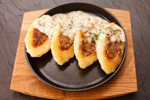 Картофельные котлеты с грибной подливкой.