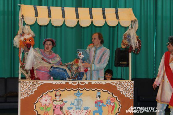Завершал интерактив кукольный театр, любимый маленькими туляками