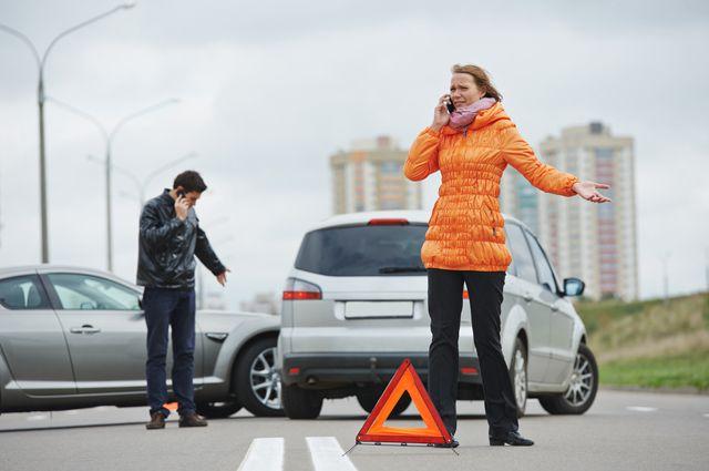 Если вы попали в ДТП по вине другого водителя, сначала надо обратиться в страховую компанию, а уже потом в суд.