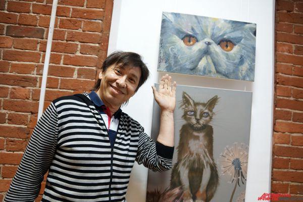 Карикатурист Алексей Кивокурцев и его кот (наверху).