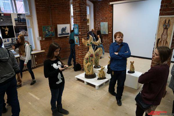 Выставка под названием «Кошки, люди и коты» открылась в Пермской Арт-резиденции во вторник, 3 марта.