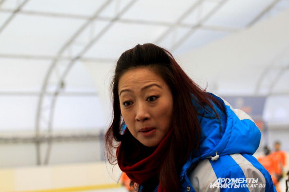Тренер китайских спортсменов как ни странно, тоже женщина.