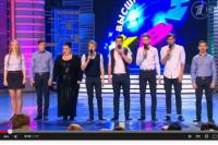 Команда «Омичи» на сцене.