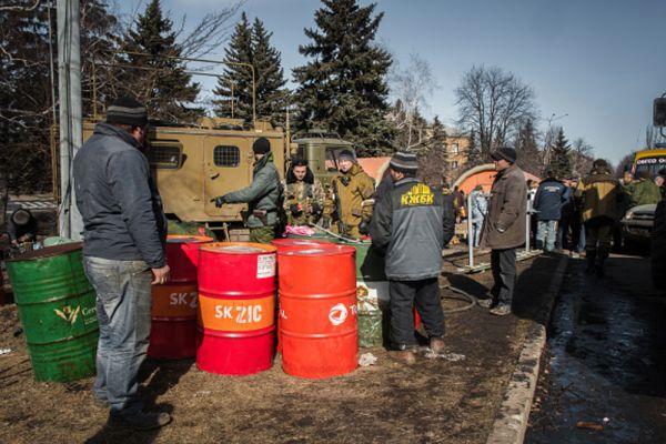 Лагерь МЧС Донецкой народной республики (ДНР) в центре Дебальцево.