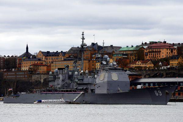 Крейсер ВМС США класса Ticonderoga - Vicksburg. Крейсер «Виксбург» относится к классу «Тикондерога». Корабль был спущен на воду 7 сентября 1991 года, его должны были вывести из эксплуатации еще в марте 2013 года вместе с восемью другими крейсерами этого класса. Однако списание перенесли на 2015 год.