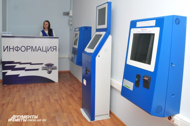 Для пассажиров работают новенькие терминалы для покупки билетов.
