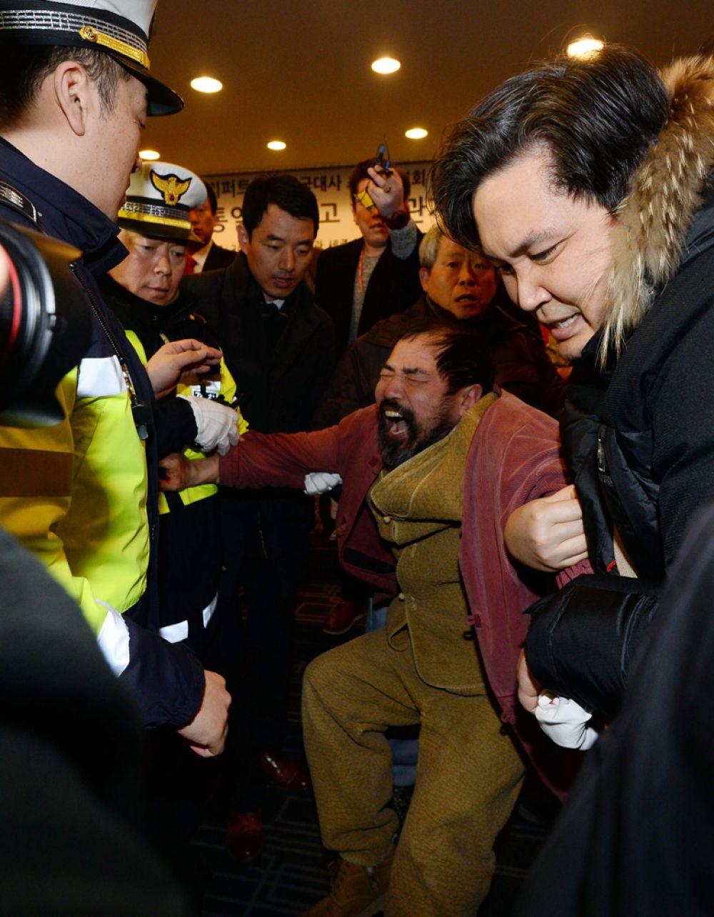 Задержание нападавшего на посла