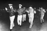 Члены экипажа американского разведывательного корабля «Пуэбло», задержанные военно-морскими силами КНДР.