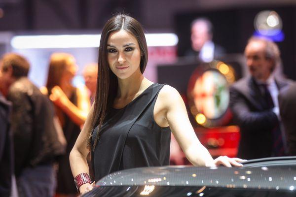 Самые красивые девушки на международном автосалоне в Женеве