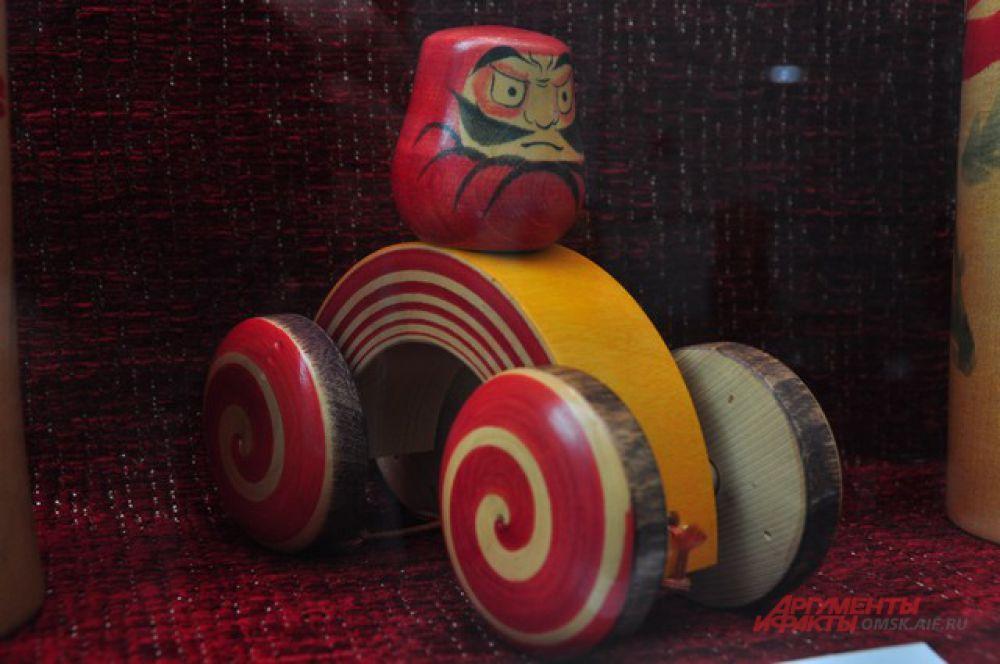 В Омске открылась выставка японских кукол кокэси.