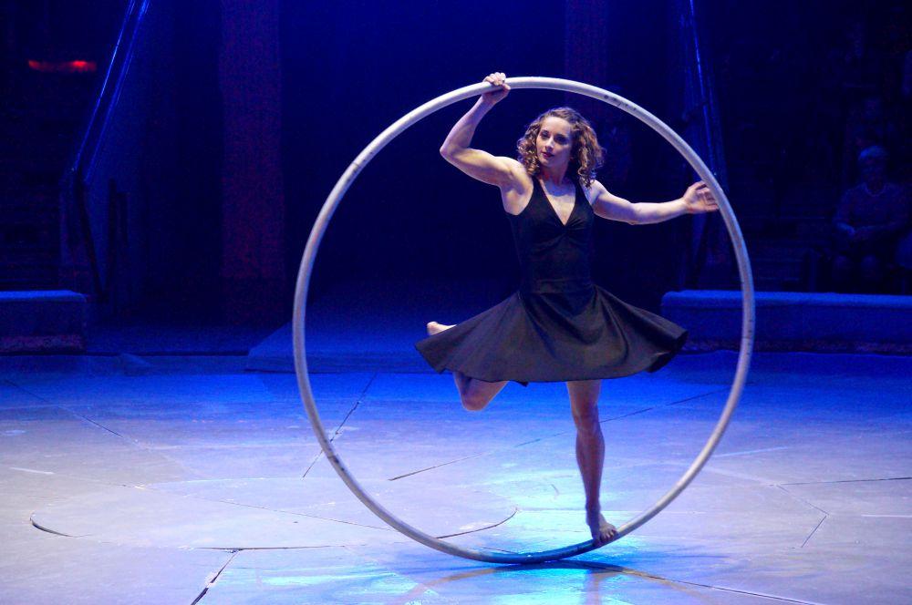 Анжела Бонжиовонни из Канады с номером «Колесо Сира».