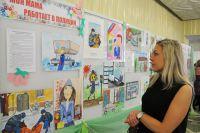 Все рисунки были выставлены в фойе культурного центра УМВД