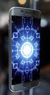 Помимо «простого» S6 в продажу также поступит S6 Edge — версия смартфона с изогнутыми по бокам краями.  Все флагманы Samsung оснащены восьмиядерным процессором Exynos, 3 ГБ оперативной памяти, лучшим в индустрии Super AMOLED-экраном.  Смартфоны поступят в продажу в России 16 апреля — с 16, 64 и 128 ГБ памяти.
