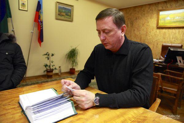 Мэр города Брянка Николай Моргунов. Сумел остаться на своем посту с прежних времен.