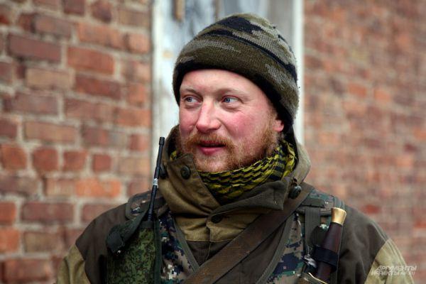 Дмитрий Сизиков, ополченец ДНР, доброволец из Санкт-Петербурга. Фотография сделана накануне начала наступления на Дебальцево, где он и погиб.