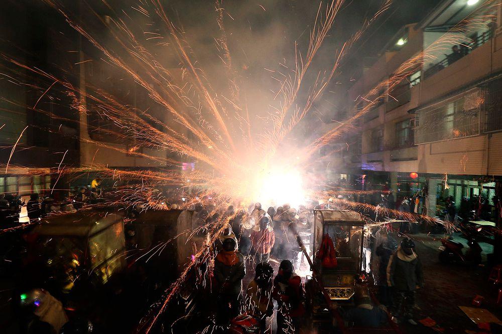 5 марта. Тайвань. Взрыв петарды во время фестиваля Beehive Rockets.