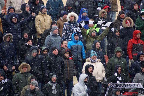 Игра проходила на стадионе «Звезда».