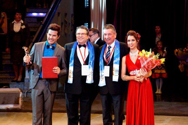 Бронзовый медведь достался артистам из кубинского дуэта «Сиксто и Лючия», выступавшим в жанре «трансформация».