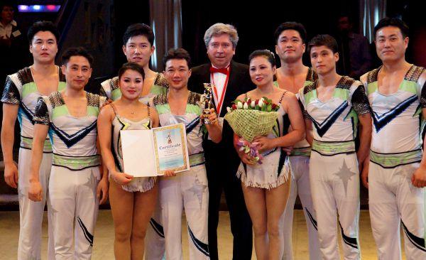 Золотые призёры - группа «Воздушный полёт» (Северная Корея).