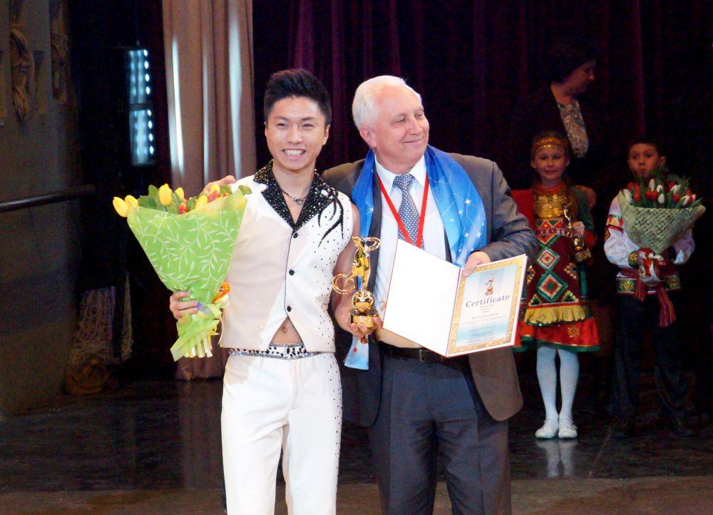 Ещё один золотой медведь достался Жангу Фану с номером «Свободная проволока» (Китай).