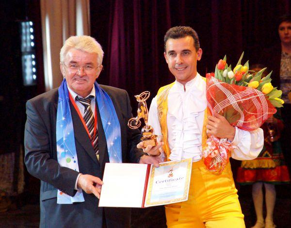 Бронзовая награда досталась испанскому жонглёру Пикасо Джуниору.